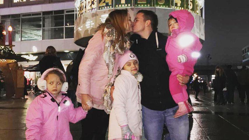 Henning Merten mit ihren Kindern Miley, Lea und Juna