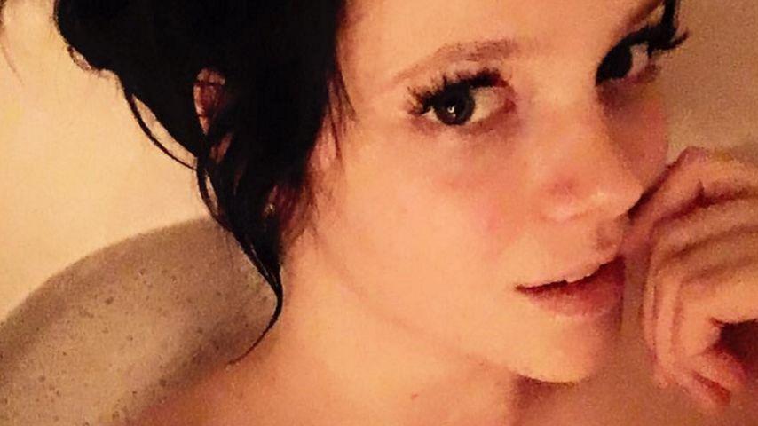 Sexy-Selfie: BTN-Anne Wünsche alleine in der Wanne