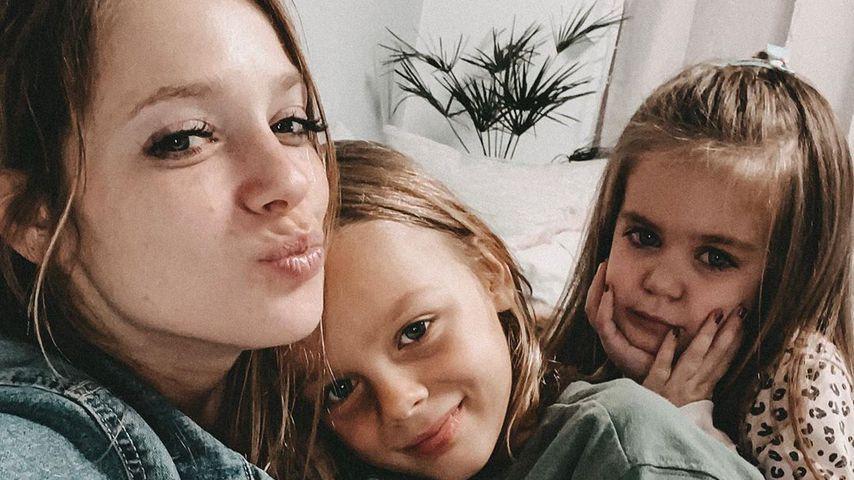 Anne Wünsche mit ihren Töchtern im November 2019