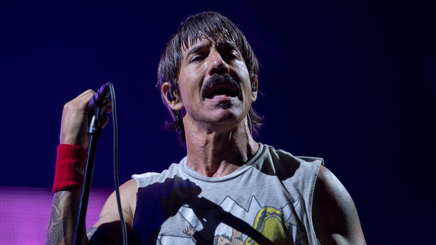 Anthony Kiedis: Krücken statt Mikro