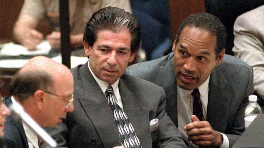 Anwalt Robert Kardashian mit O.J. Simpson im Mai 1995 vor Gericht