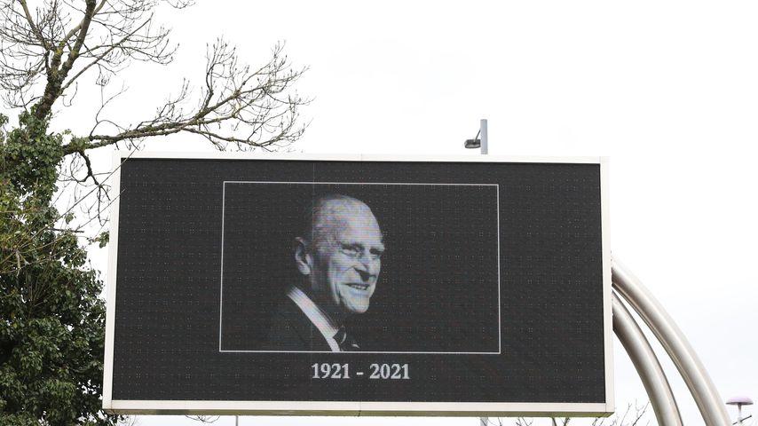 Anzeigetafel im Süden von Wales, April 2021