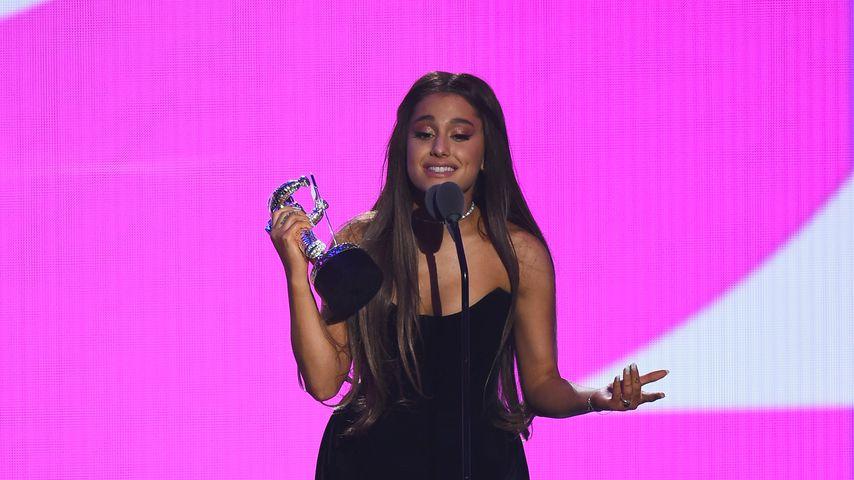 Millie & Jacobs Knutsch-Pic: Ariana Grande macht sich lustig
