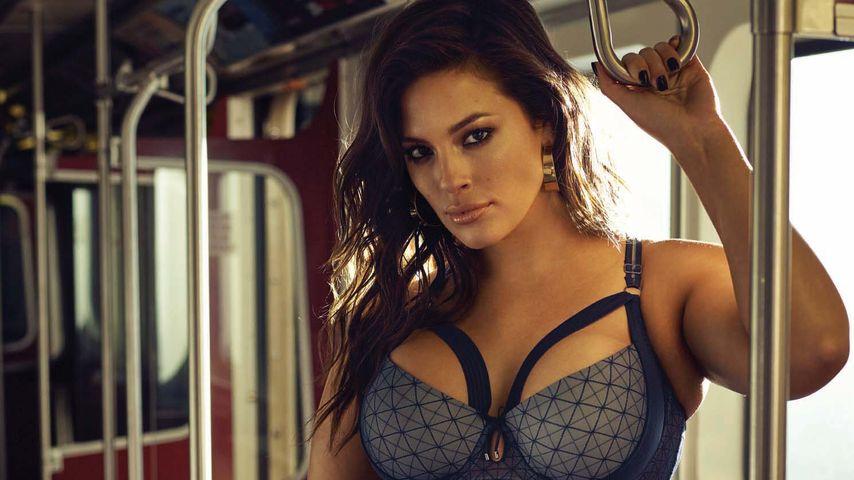 Mega sexy: Ashley Graham rekelt sich halbnackt in der U-Bahn