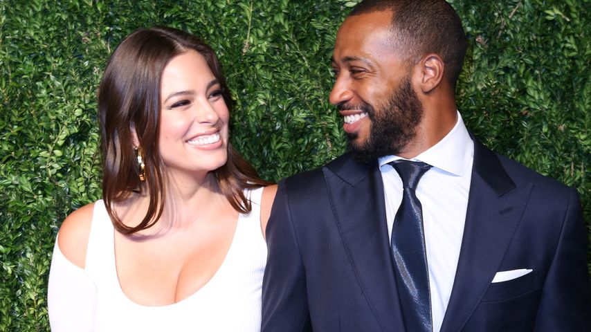 Ashley Graham mit Ehemann Justin Ervin auf der Vogue Fashion Show in New York