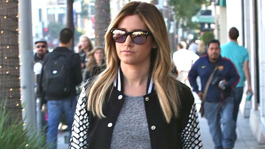 Sexy Xmas-Shopping: Ashley Tisdale im Strapse-Look