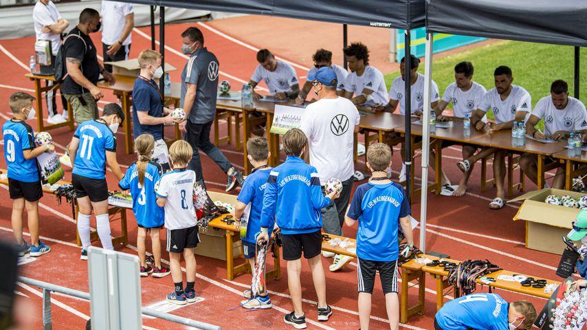 Autogrammstunde der deutschen Nationalmannschaft in Herzogenaurach