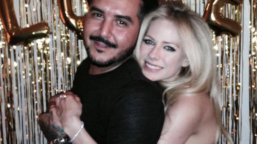 Liebe für Avril Lavigne: Kuscheleinheiten mit fremdem Mann
