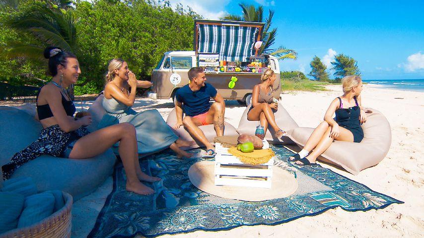 Bachelor Sebastian Preuss beim Gruppendate mit Vanessa, Jenny T., Anna und Denise-Jessica