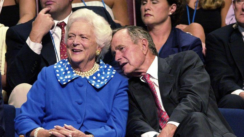 Barbara und George H. W. Bush im August 2000