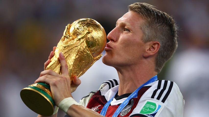Bastian Schweinsteiger mit dem WM-Pokal 2014