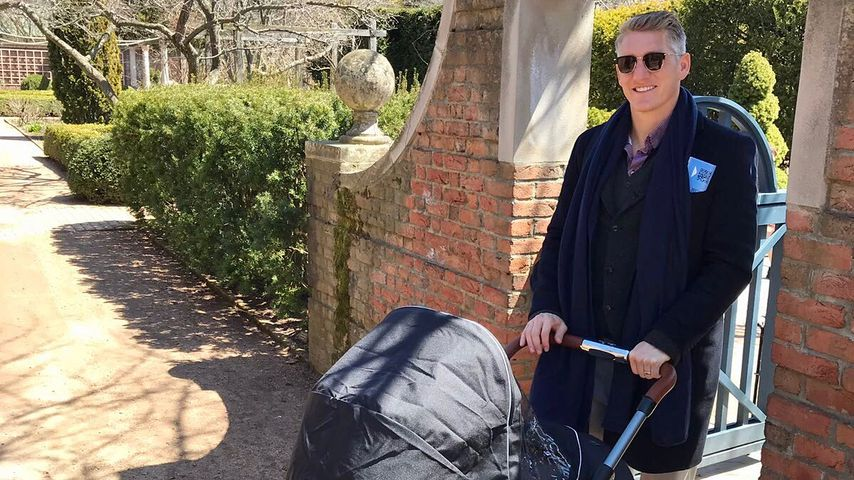 Bastian Schweinsteiger: Süßer Spaziergang mit seinem Sohn!