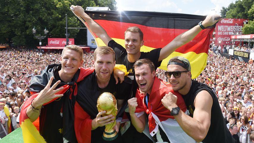 Bastian Schweinsteiger, Per Mertesacker, Manuel Neuer, Kevin Grosskreutz and Lukas Podolski, 2014