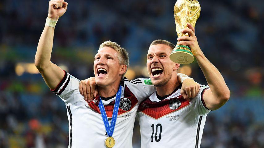 Bastian Schweinsteiger und Lukas Podolski bei der Fußballweltmeisterschaft 2014