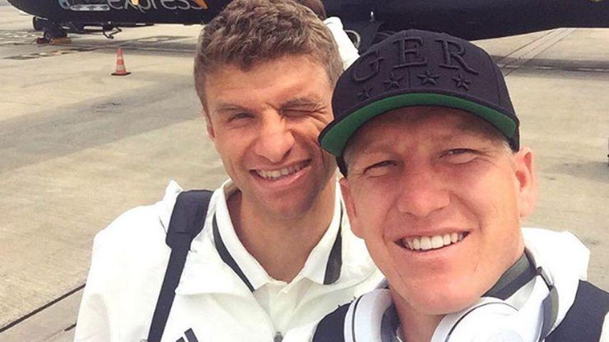 Bastian Schweinsteiger und Thomas Müller vor dem ersten EM-Spiel in Lille