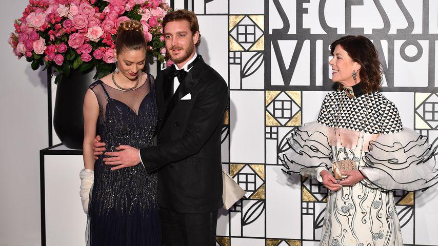 Beatrice und Pierre Casiraghi mit Prinzessin Caroline von Monaco auf dem Rosenball 2017