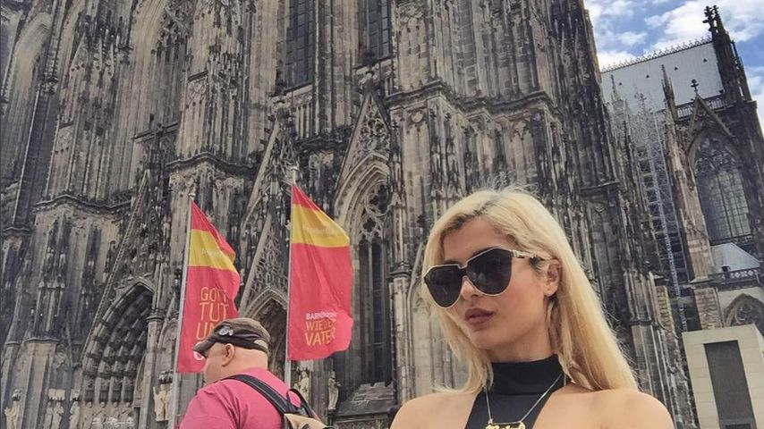 Sängerin Bebe Rexha am Kölner Dom