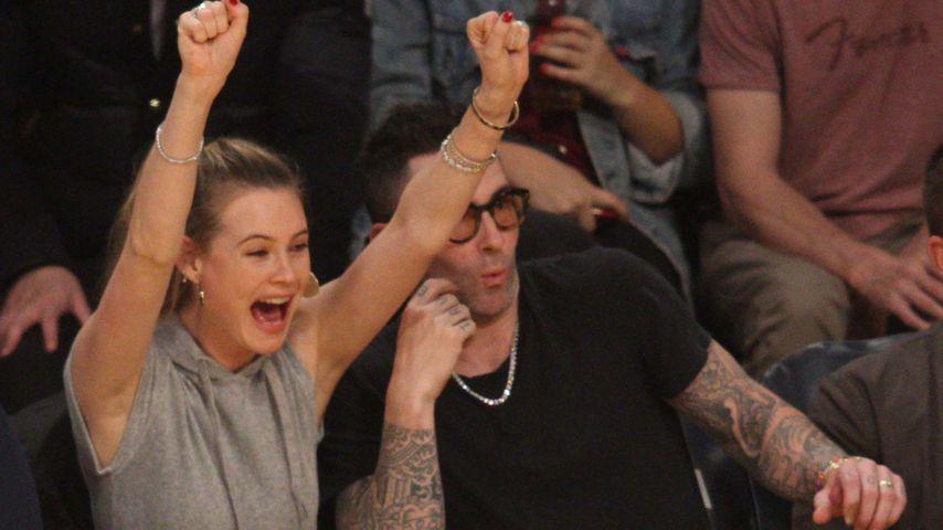 Behati Prinsloo und Adam Levine im November 2018