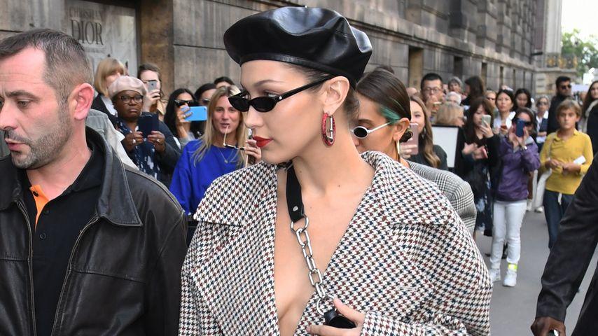Bella Hadid ohne BH in Paris: Promi-Auflauf bei Fashion Week