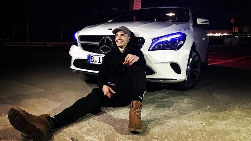 """""""Berlin - Tag & Nacht""""-Star Samuel Bartz mit seinem Mercedes im Juni 2017"""
