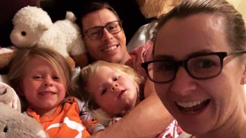 Beverley Mitchell mit ihrem Mann Michael und den Kindern Kenzie und Hutton