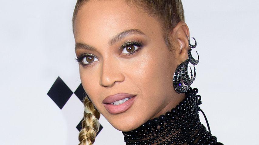 Blutig! Beyoncé reißt sich Ohrring auf der Bühne raus