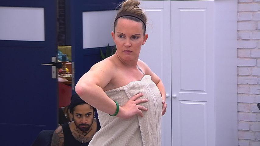 Intim-Rasur gemeistert! BB-Bianca präsentiert ihren Körper