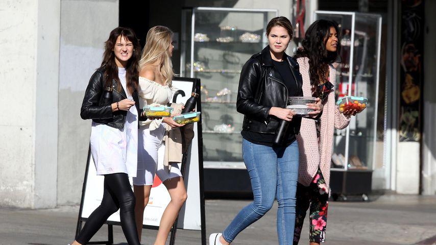 Bianca, Larissa, Johanna und Lijana am Set von GNTM 2020