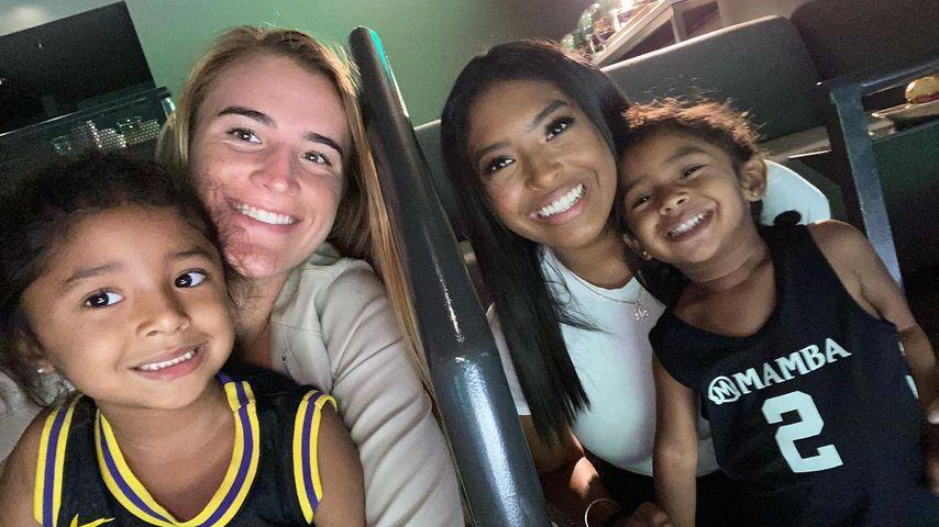 Bianka Bella Bryant, Sabrina Ionescu, Vanessa Byrant und Capri Kobe Bryant im Juli 2021
