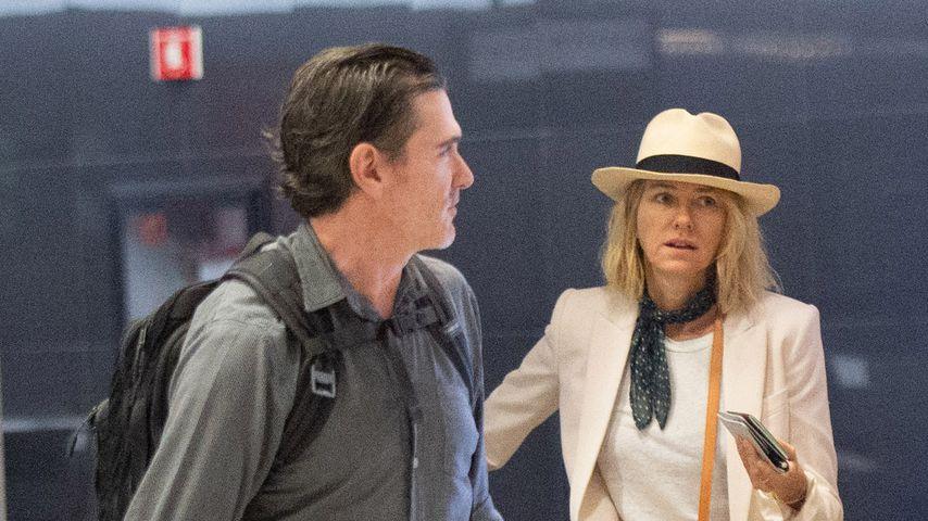 Billy Crudup und Naomi Watts am New Yorker Flughafen