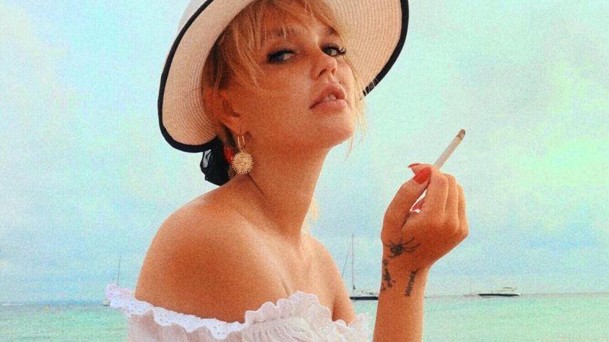 Bonnie Strange raucht vier Monate nach Goldies Geburt wieder
