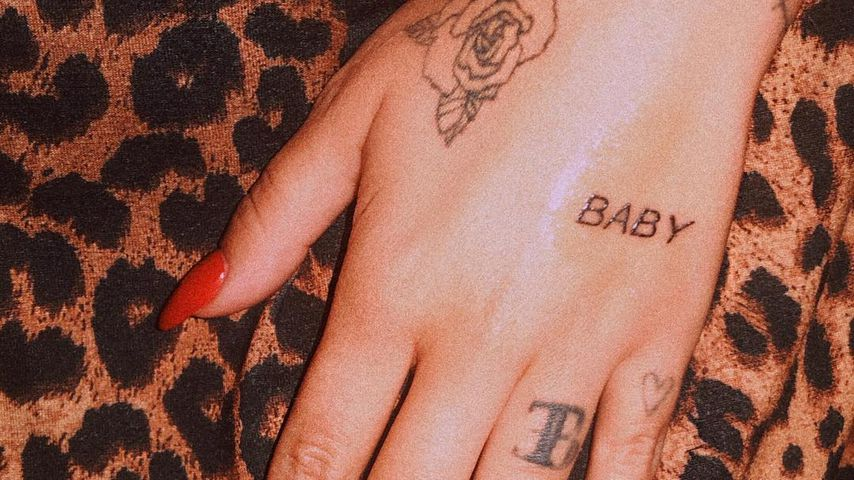 Bonnie Stranges tätowierte Hand