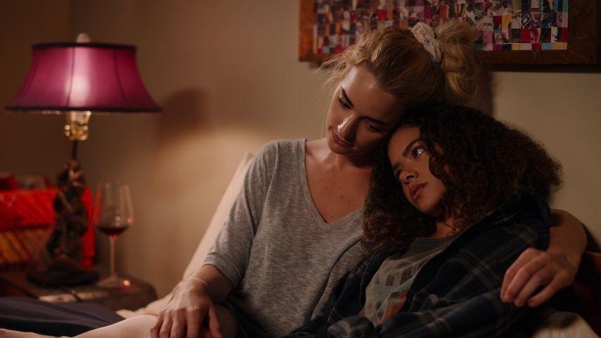 """Brianne Howey und Antonia Gentry in """"Ginny und Georgia"""""""