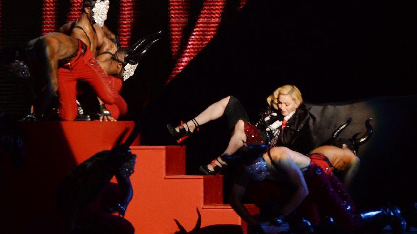 Nach Bühnen-Sturz: Madonna ist sogar verletzt!