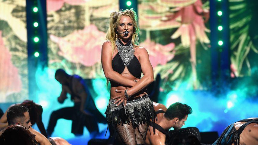 Glatzen-Gate: Paparazzo versteigert Britneys Angriffswaffe!