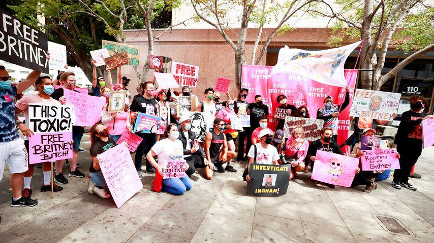 Britneys Fans vor dem Gerichtsgebäude