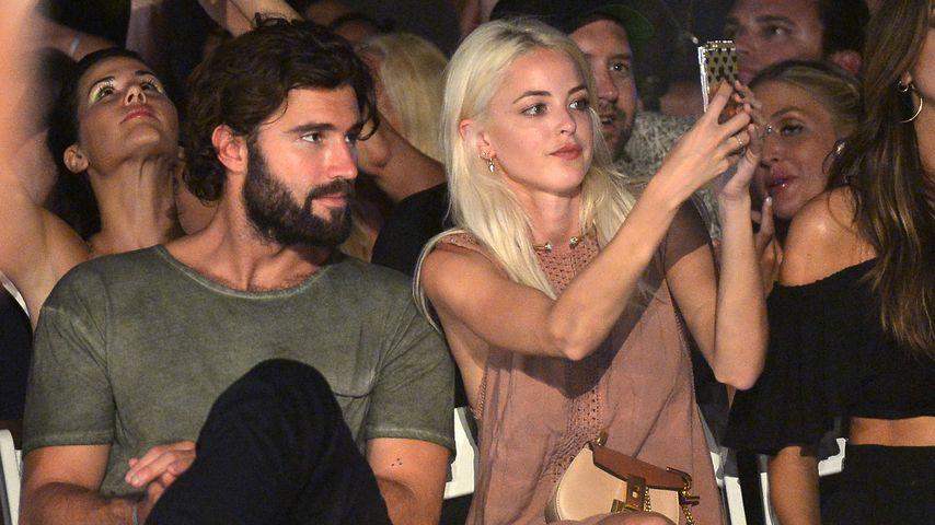 Brody Jenner und Kaitlyn Carter bei einer Modenschau in Miami Beach, Florida