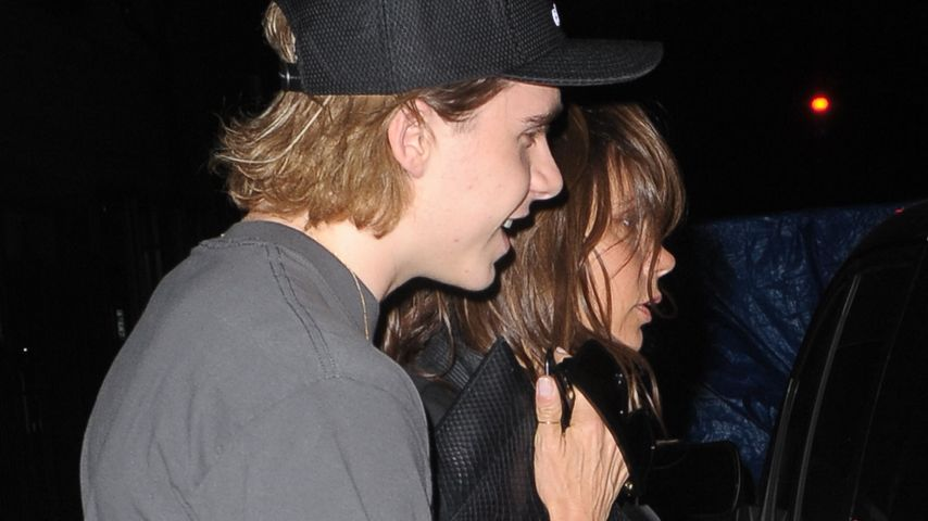 Brooklyn Beckham stützt seine Mutter Victoria nach einer Privatparty in New York