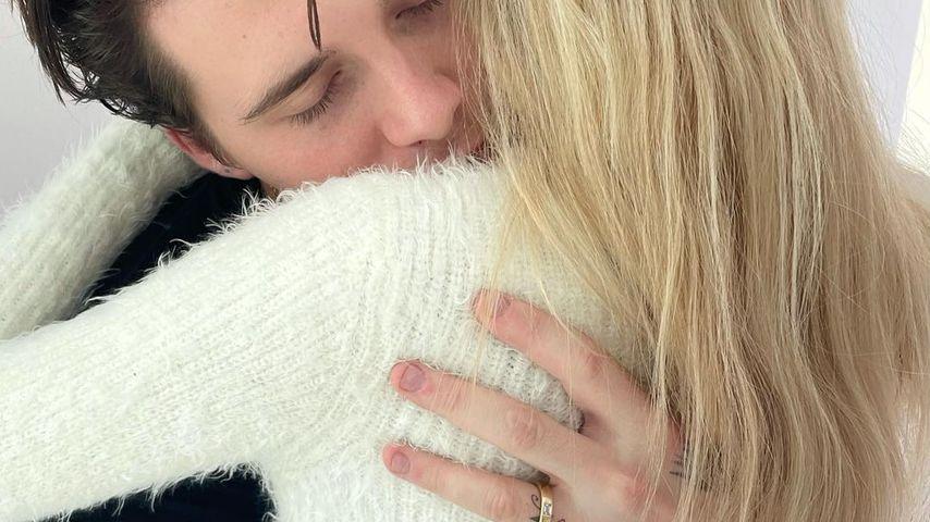 Neues Foto: Ist das ein Ehering an Brooklyn Beckhams Hand?