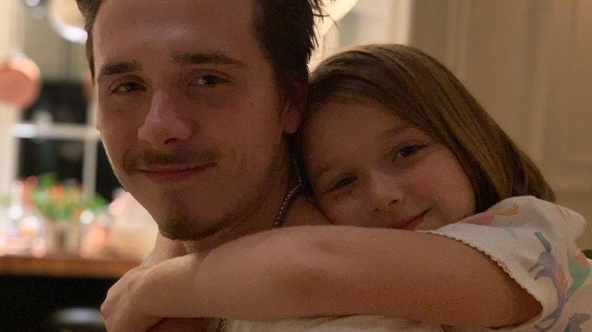Harper bringt Brooklyn Beckham & Freundin Frühstück ans Bett