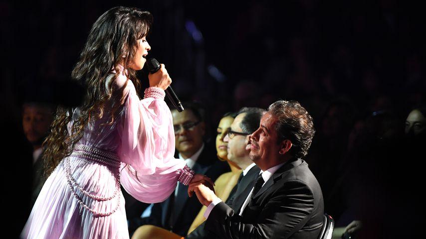Camila Cabello und ihr Vater bei den Grammys 2020