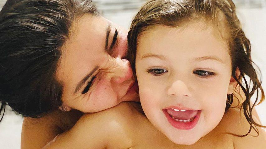 Cara de la Hoyde mit ihrem Sohn Freddie