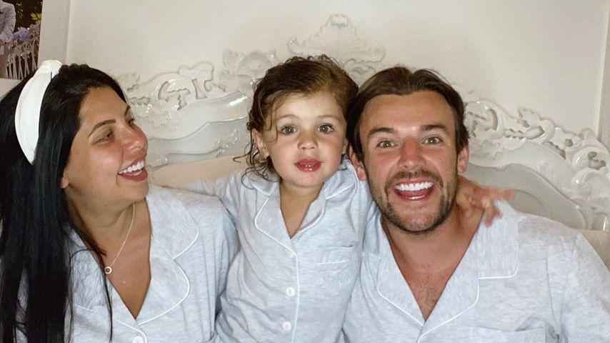 Cara de la Hoyde und Nathan Massey mit Sohn Freddie