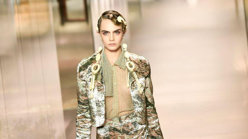 Cara Delevingne bei der Paris Fashion Week 2021