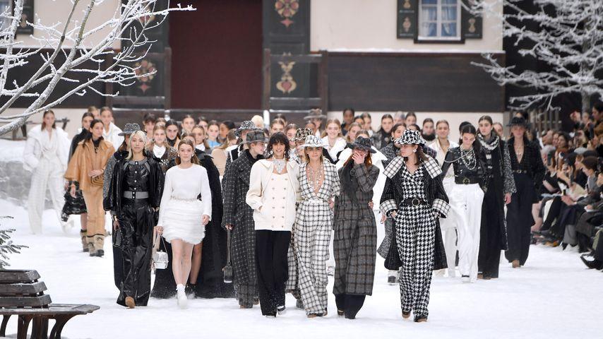 Cara Delevingne und weitere Models auf dem Catwalk der Chanel-Fashionshow, März 2019
