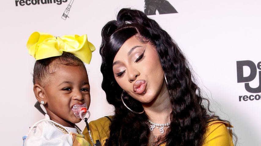 Cardi B (r.) mit ihrer Tochter Kulture Kiari Cephus, Juni 2020 in Beverly Hills