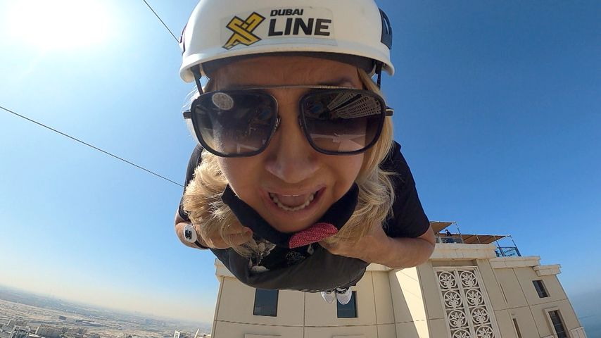 Carmen Geiss beim Ziplining in Dubai