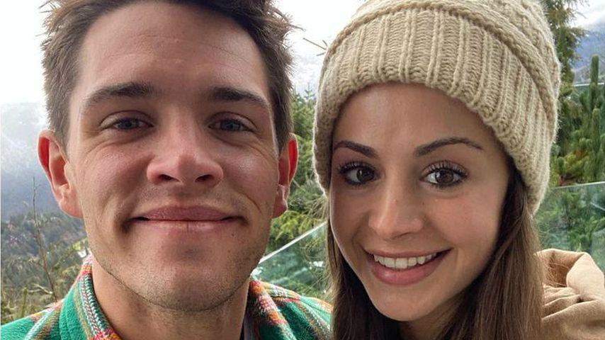 Casey Cott und seine Verlobte