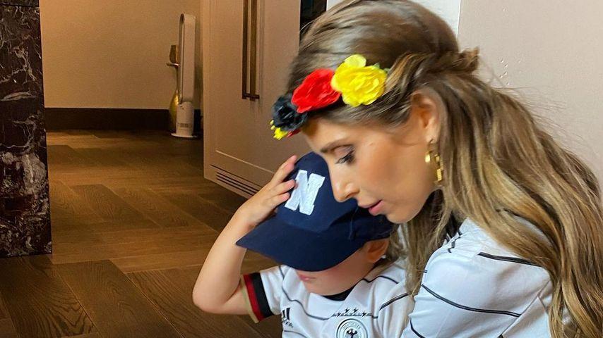 Cathy Hummels mit ihrem Sohn Ludwig im Juni 2021