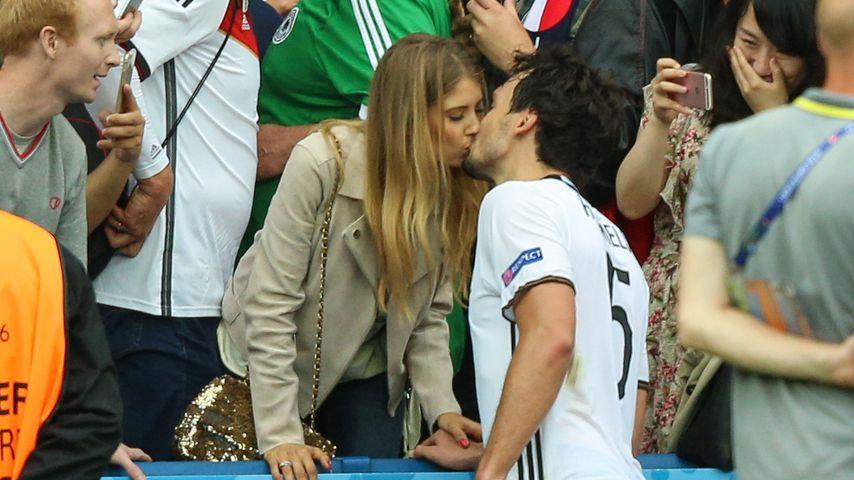 Cathy und Mats Hummels nach dem EM-Sieg gegen Nordirland